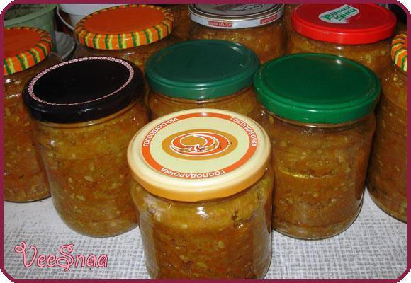 kabachkovaja-ikra-s-lukom-i-tomatnoj-pastoj-2