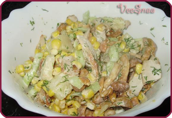 salat-iz-kuricy-gribov-i-kukuruzy-3