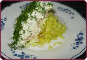 salat-mimoza-s-konservami-i-risom-1