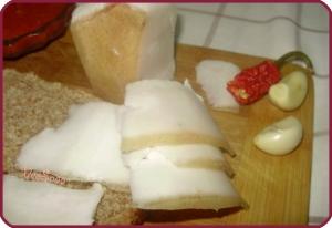 recept-solenogo-sala-s-chesnokom-1