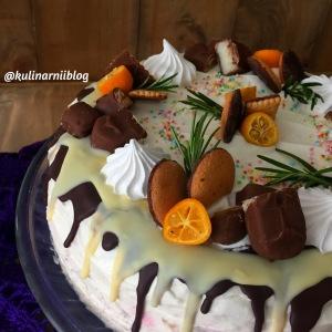 medovyj-tort-s-klubnikoj-1