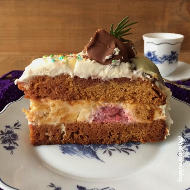 medovyj-tort-s-klubnikoj-3