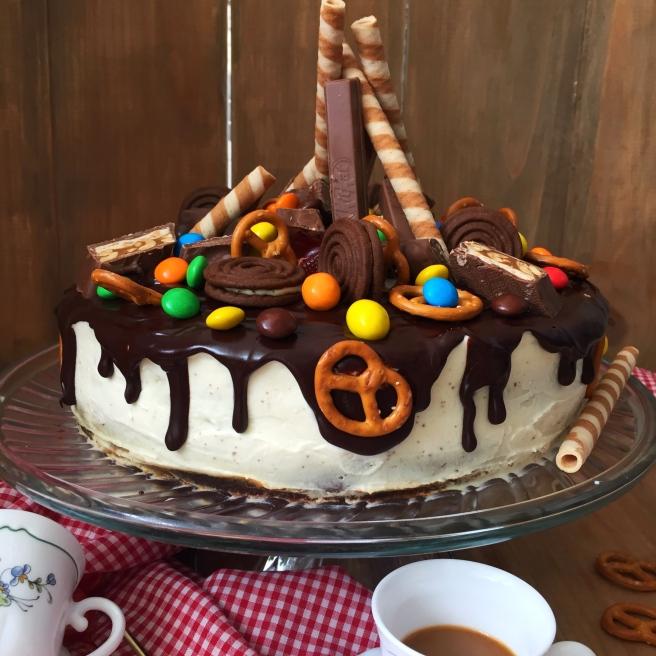 Tort-sniker-s-solenoj-karamelju-1
