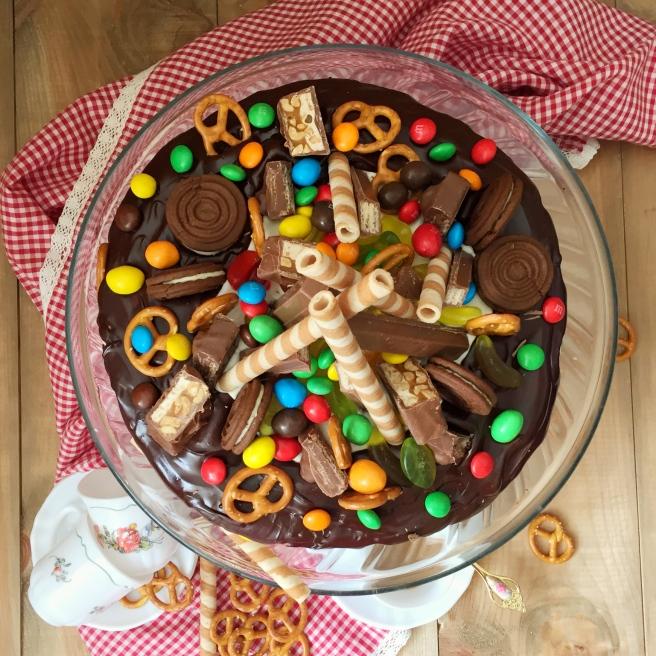 Tort-sniker-s-solenoj-karamelju-2