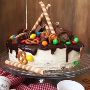 Tort-sniker-s-solenoj-karamelju-3