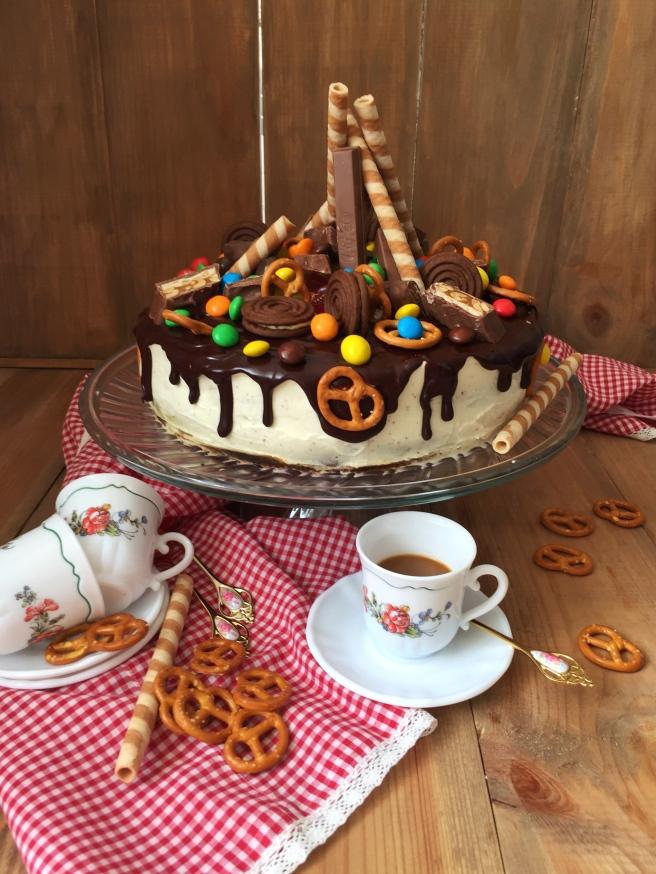 Tort-sniker-s-solenoj-karamelju-5