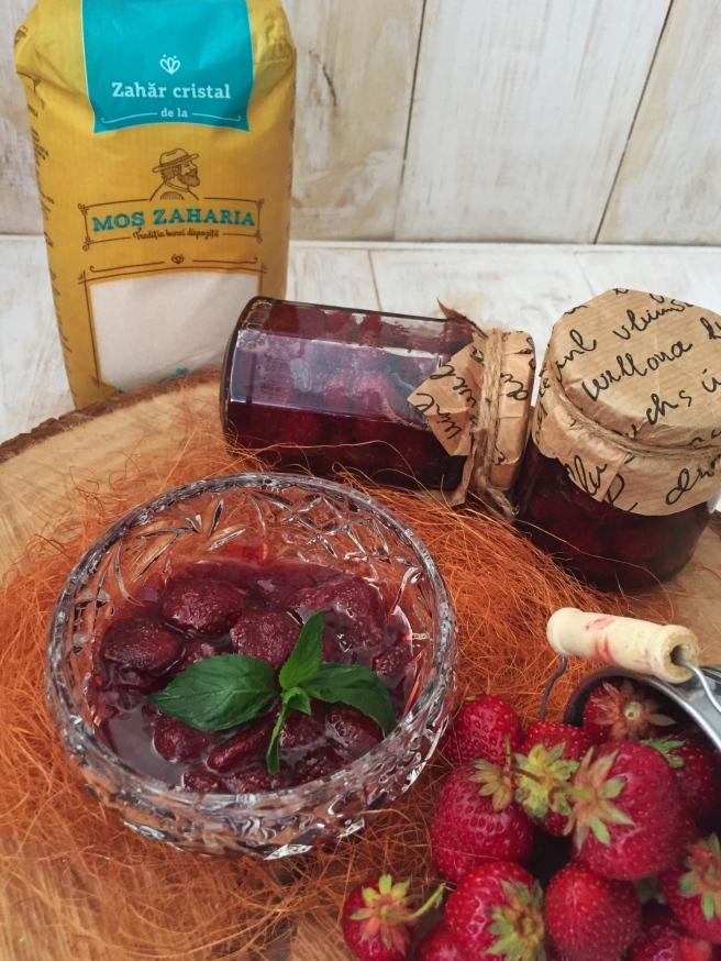 Klubnichnoe-varene-s-celymi-jagodami-1