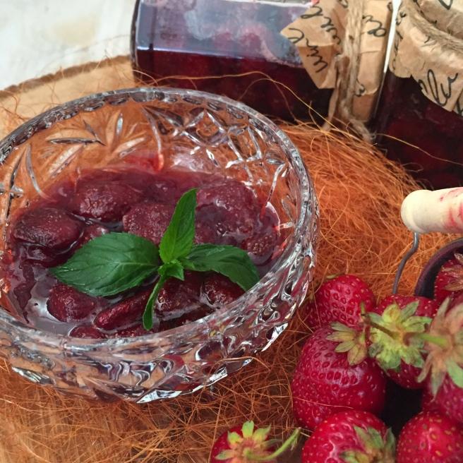 Klubnichnoe-varene-s-celymi-jagodami-4