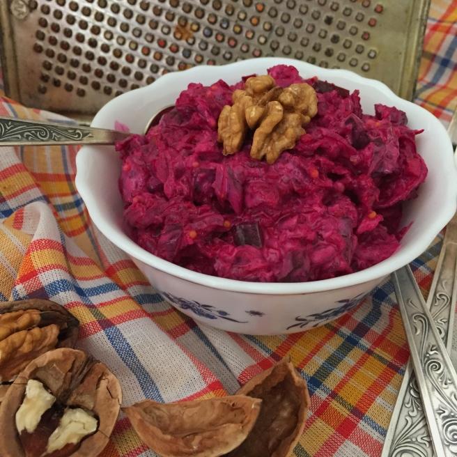 cvekolnyj-salat-s-orehami-1