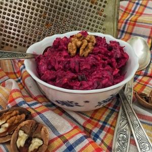 cvekolnyj-salat-s-orehami-4